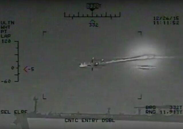 Manewry irańskiej marynarki wojennej w pobliżu amerykańskiego lotniskowca (WIDEO)