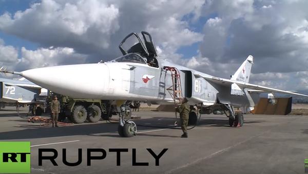 Przygotowanie Su-24 do lotu bojowego - Sputnik Polska