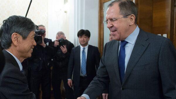 Były minister spraw zagranicznych Japonii Masahiko Kōmura i minister spraw zagranicznych Rosji Siergiej Ławrow w czasie spotkania w Moskwie - Sputnik Polska