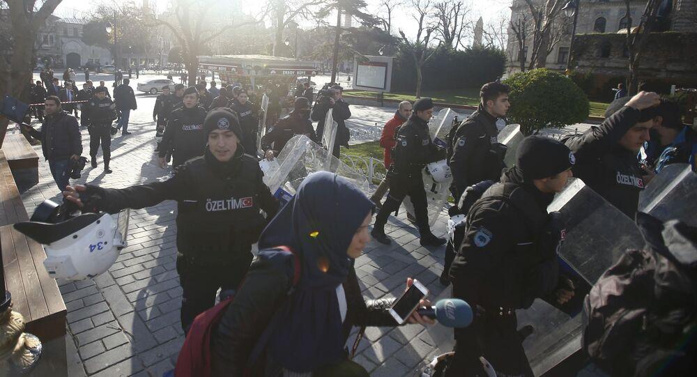 Policja na miejscu wybuchu w centrum Stambułu