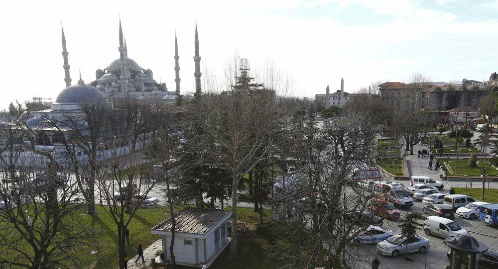 Policja niedaleko Błękitnego Meczetu w Stambule