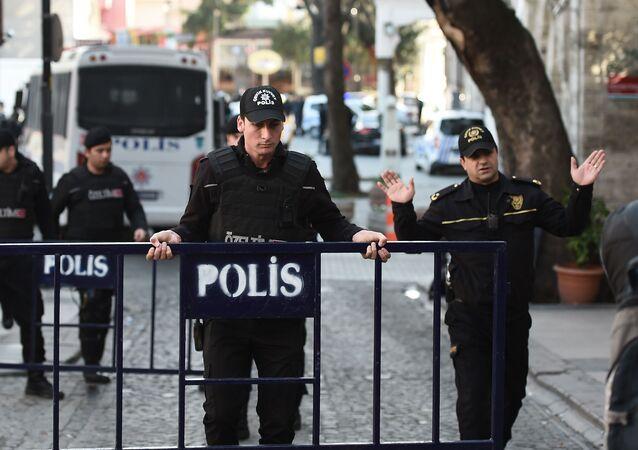 Tureccy policjanci w Stambule