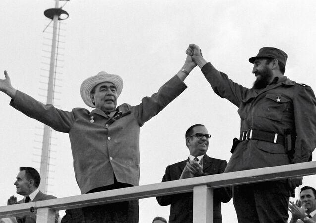 Przewodniczącego Rady ministrów ZSRR Leonid Breżniew i Pierwszy sekretarz komitetu centralnego komunistycznej Partii Kuby, premier Rewolucyjnego rządu Fidel Castro