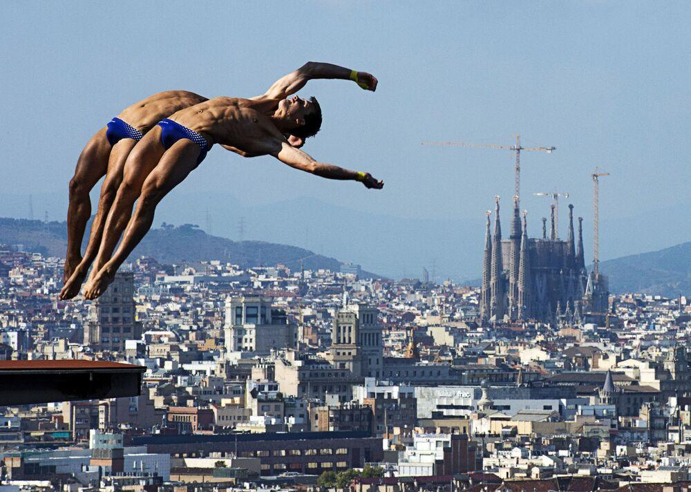 Patrick Hausding i Sascha Klein z Niemiec podczas występu na mistrzostwach świata w pływaniu w Barcelonie