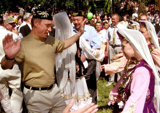 Prezydent Rosji Władimir Putin w Kazaniu na święcie narodowym Sabantuj, 2000 rok