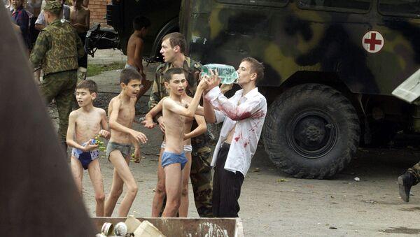 Uratowani zakładnicy po zamachu w Biesłanie - Sputnik Polska