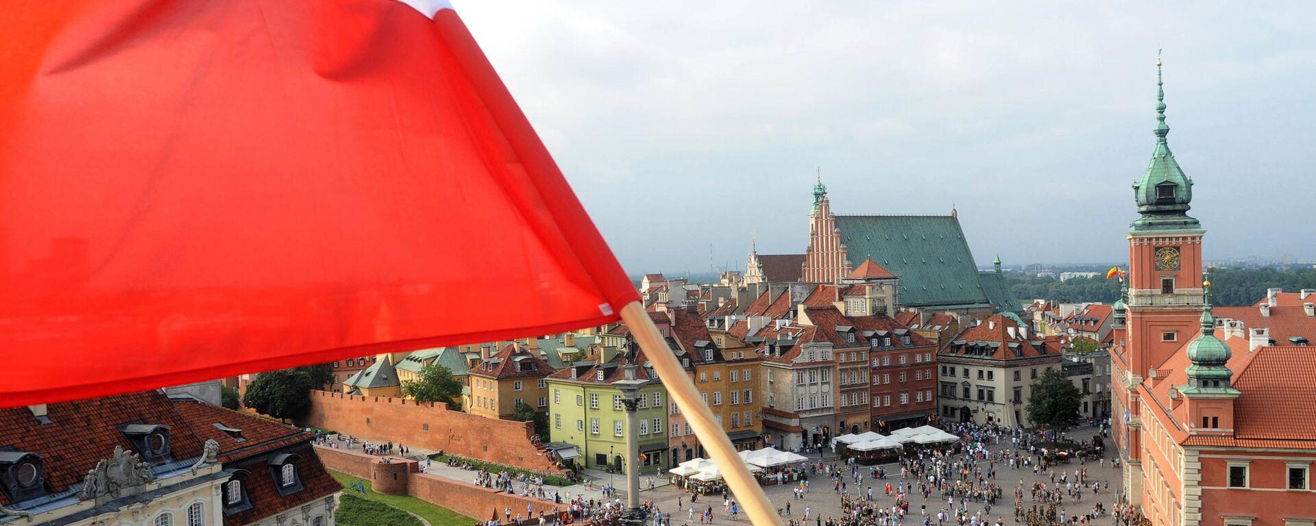 Flaga Polski na jednym z budynków w Warszawie - Sputnik Polska, 1920, 12.06.2019