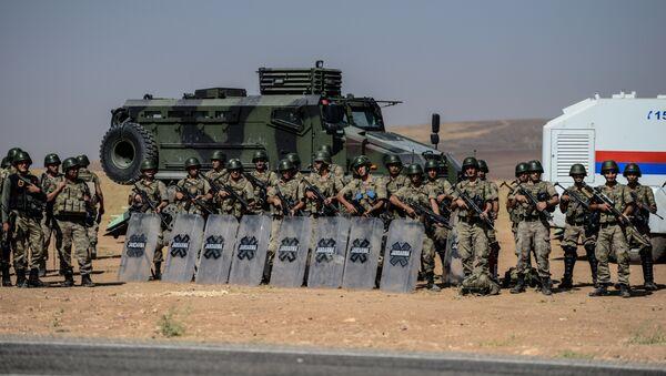 Tureccy żołnierze na granicy z Syrią - Sputnik Polska