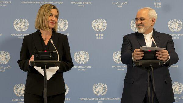 Szefowa dyplomacji UE Federica Mogherini i minister spraw zagranicznych Iranu Javad Zarif na konferencji prasowej w Wiedniu - Sputnik Polska
