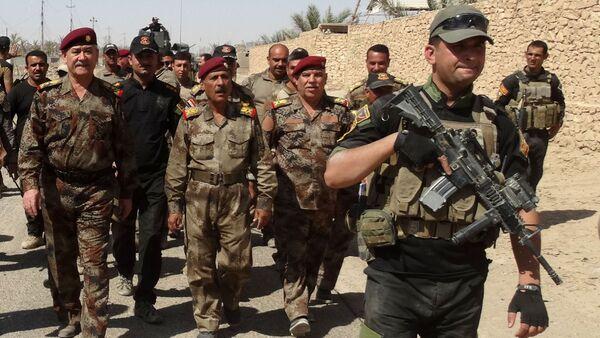 Generał-lejtnant Abdul Ghani al-Asadi i żołnierze irackiej armii w Ramadi, Irak. - Sputnik Polska
