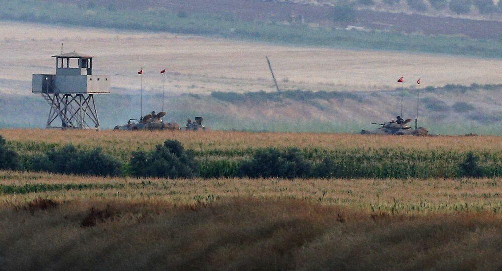 Tureckie czołgi na turecko-syryjskiej granicy w prowincji Cilis