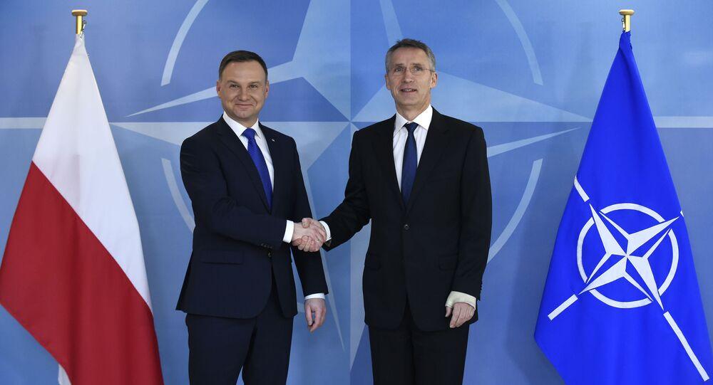 Prezydent Polski Andrzej Duda i sekretarz generalny NATO Jens Stoltenberg na spotkaniu w siedzibie NATO w Brukseli