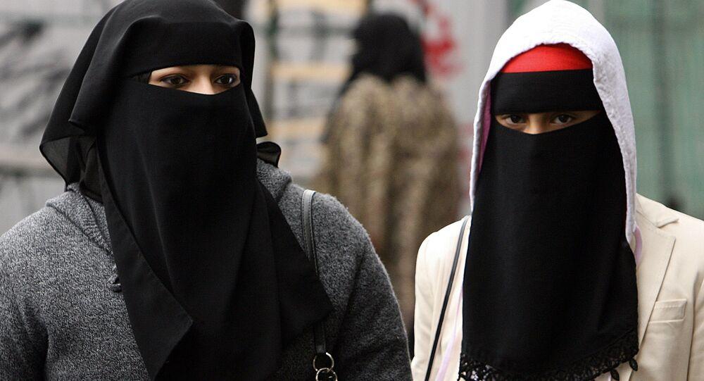 Młode muzułmanki na jednej z londyńskich ulic