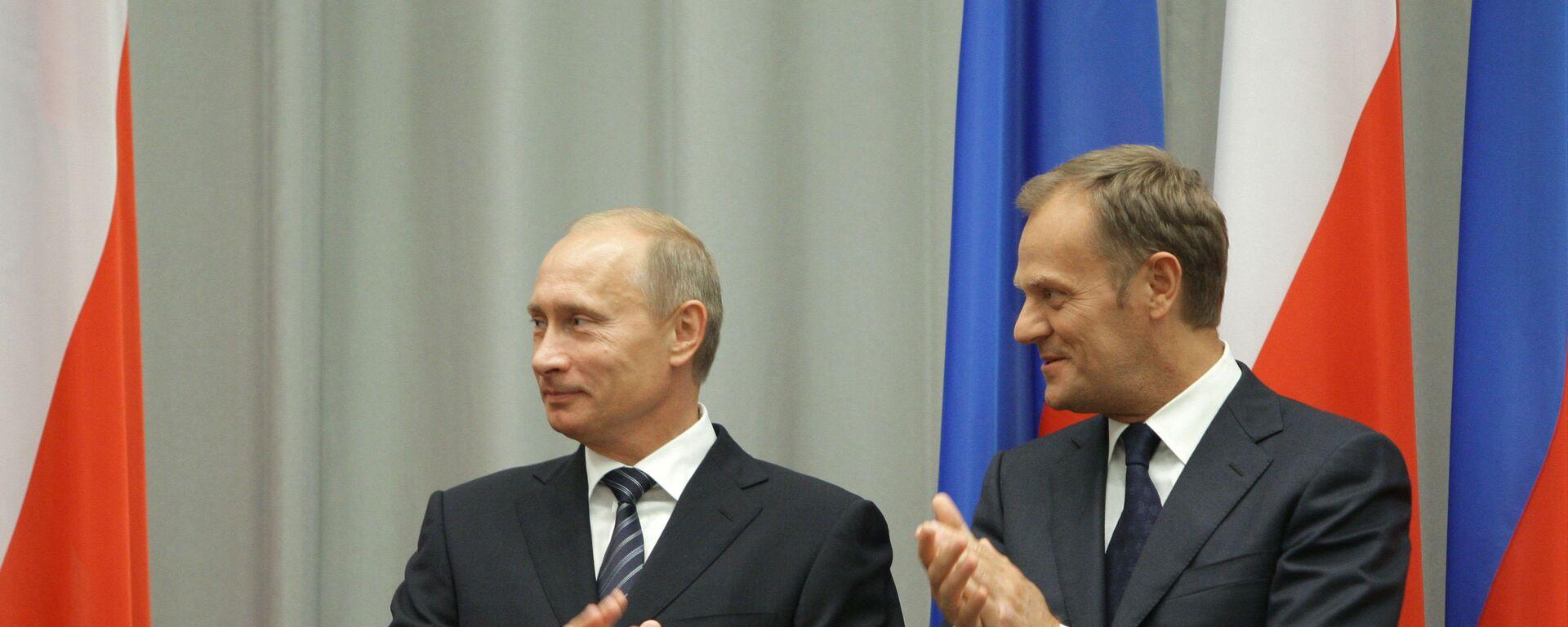 Władimir Putin i Donald Tusk, 1 września 2009 roku. Władimir Putin podczas wizyty roboczej w Polsce. - Sputnik Polska, 1920, 19.07.2021