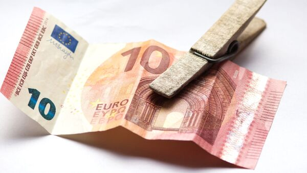 banknot o nominale 10 € na spinaczu - Sputnik Polska