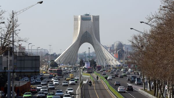 Widok na wieżę Azadi w Teheranie - Sputnik Polska