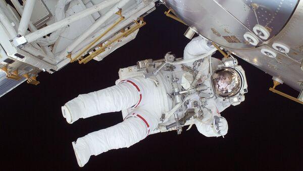 Astronauta w kosmosie - Sputnik Polska