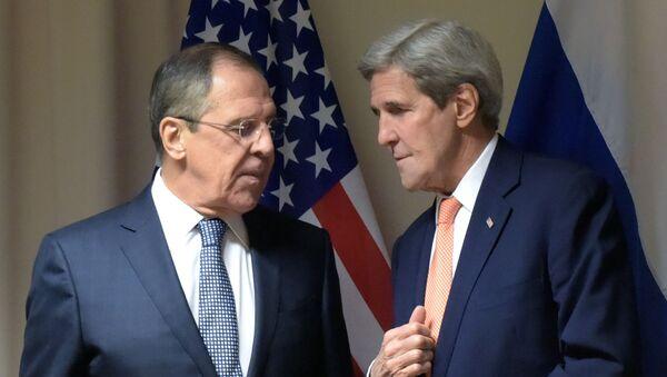 Szef MSZ Rosji Siergiej Ławrow i sekretarz stanu USA John Kerry - Sputnik Polska