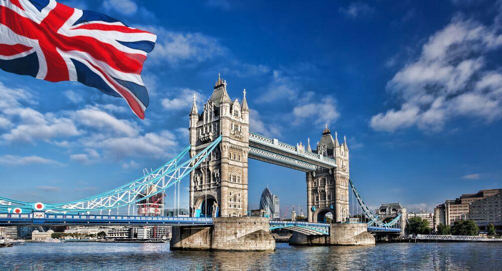 Widok na Tamizę i Tower Bridge w Londynie