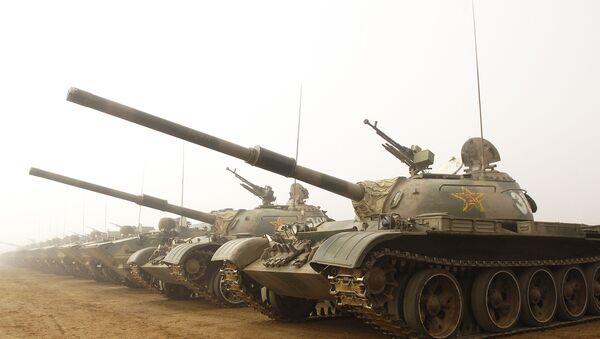 Chińskie czołgi w bazie Shenyang - Sputnik Polska