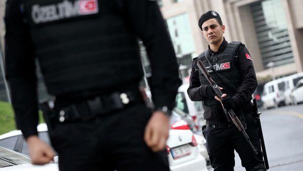 Członkowie służb specjalnych w pobliżu budynku Sądu Miejskiego. Stambuł, Turcja - Sputnik Polska