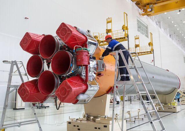 """Początek montażu rakiety nośnej """"Sojuz-2"""" w kompleksie technicznym na kosmodromie Wostocznyj w obwodzie amurskim"""