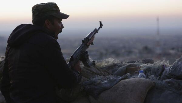 Kurdyjski żołnierz w irackim Sindżarze - Sputnik Polska