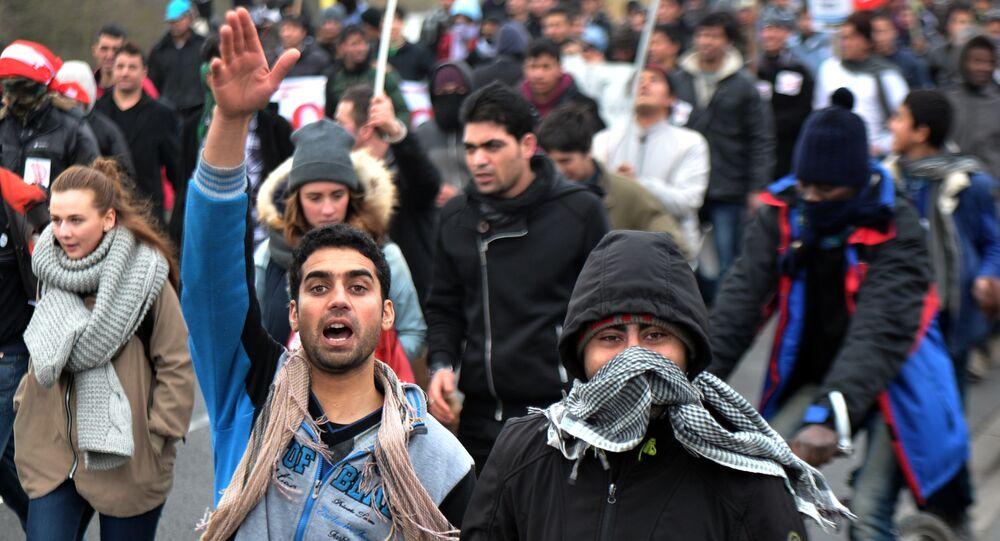 Uczestnicy demonstracji w Calais