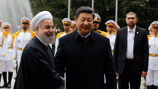 Prezydent Iranu Hasan Rouhani i przewodniczący ChRL Xi Jinping - Sputnik Polska