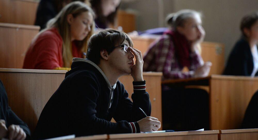 Uczestnicy Ogólnorosyjskiego dyktanda geograficznego w audytorium Nowosybirskiego Uniwersytetu Pedagogicznego