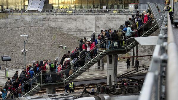 Migranci przybyli do Szwecji - Sputnik Polska