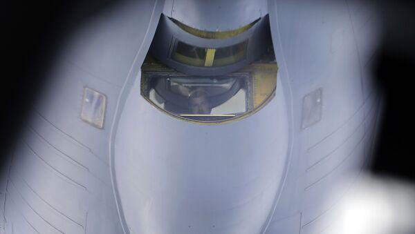 Samolot z systemami radiolokacyjnego nadzoru AWACS na lotnisku - Sputnik Polska