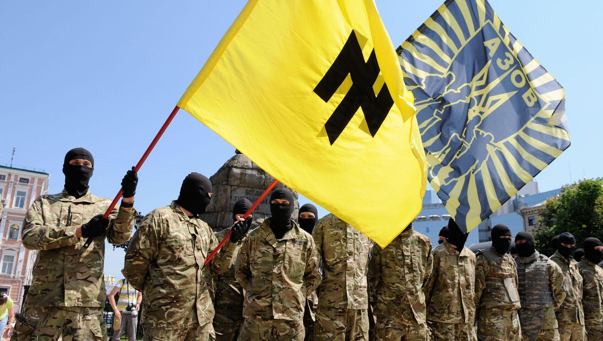 Bojownicy batalionu Azow w Kijowie przed wysłaniem na front Donbasu - Sputnik Polska, 1920, 10.04.2021