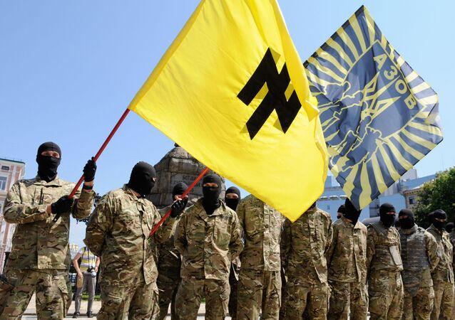 Bojownicy batalionu Azow w Kijowie przed wysłaniem na front Donbasu.