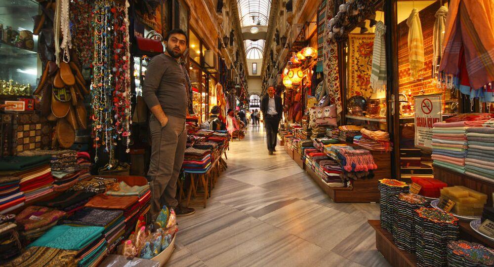 Stragany na rynku w Stambule, Turcja