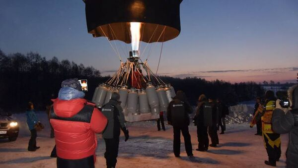 Znamienity podróżnik Fiodor Koniuchow poprawił swój zeszłoroczony rekord w długości lotu balonem - Sputnik Polska