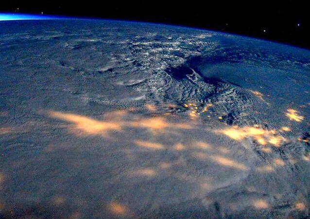 Widok z kosmosu na huragan w USA