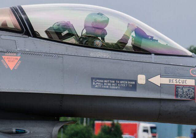Holenderski myśliwiec F-16