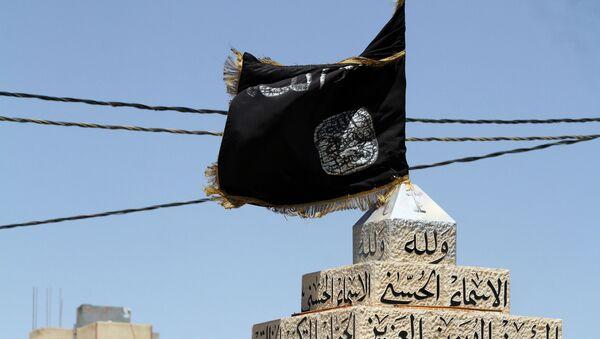 Flaga Daesh na głównym placu w mieście Maan, Jordania - Sputnik Polska
