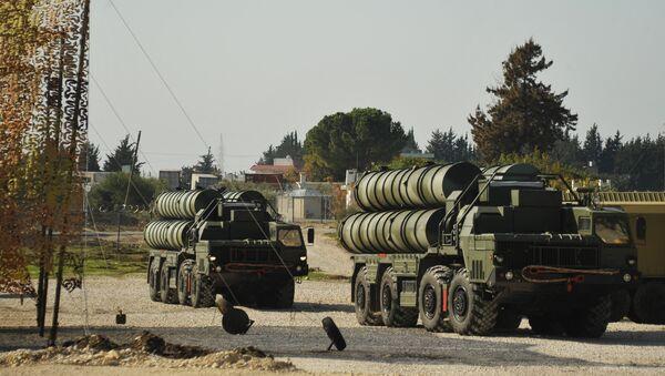 Rosyjskie systemu S-400 w bazie Hmeimim w Syrii - Sputnik Polska