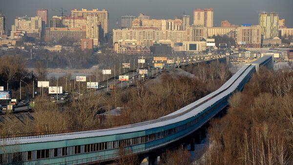 Most Kommunalny i metro most nad rzeką Ob e Nowosybirsku - Sputnik Polska