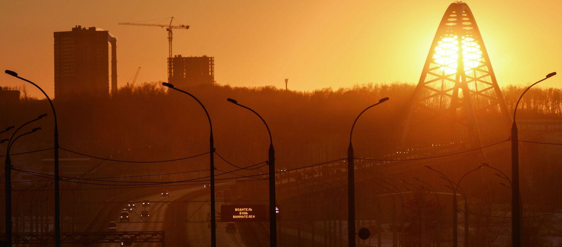 Most Bugrinski przerzucony nad rzeką Ob i prowadzące do niego drogi dojazdowe. - Sputnik Polska, 1920, 14.06.2021