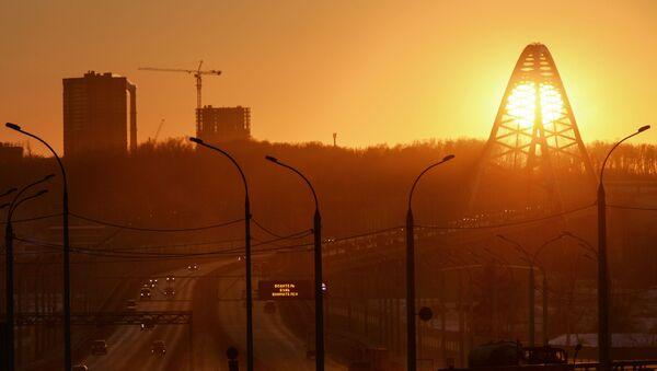 Most Bugrinski przerzucony nad rzeką Ob i prowadzące do niego drogi dojazdowe. - Sputnik Polska