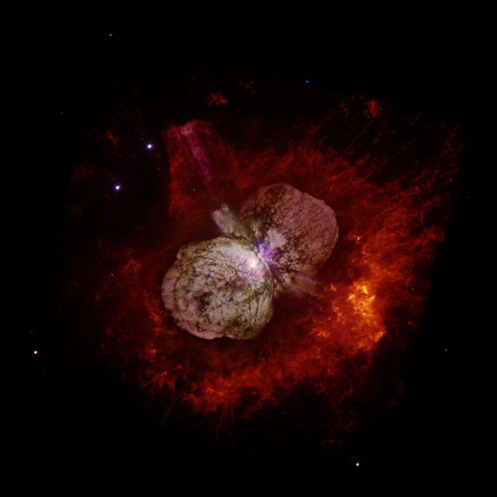 Gwiazda Eta Carinae, znajdująca się w odległości 7500 - 8000 świetlnych lat od Słońca