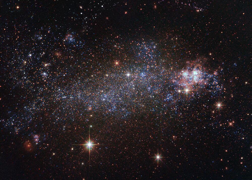 Galaktyka o nieregularnym kształcie NGC 5408