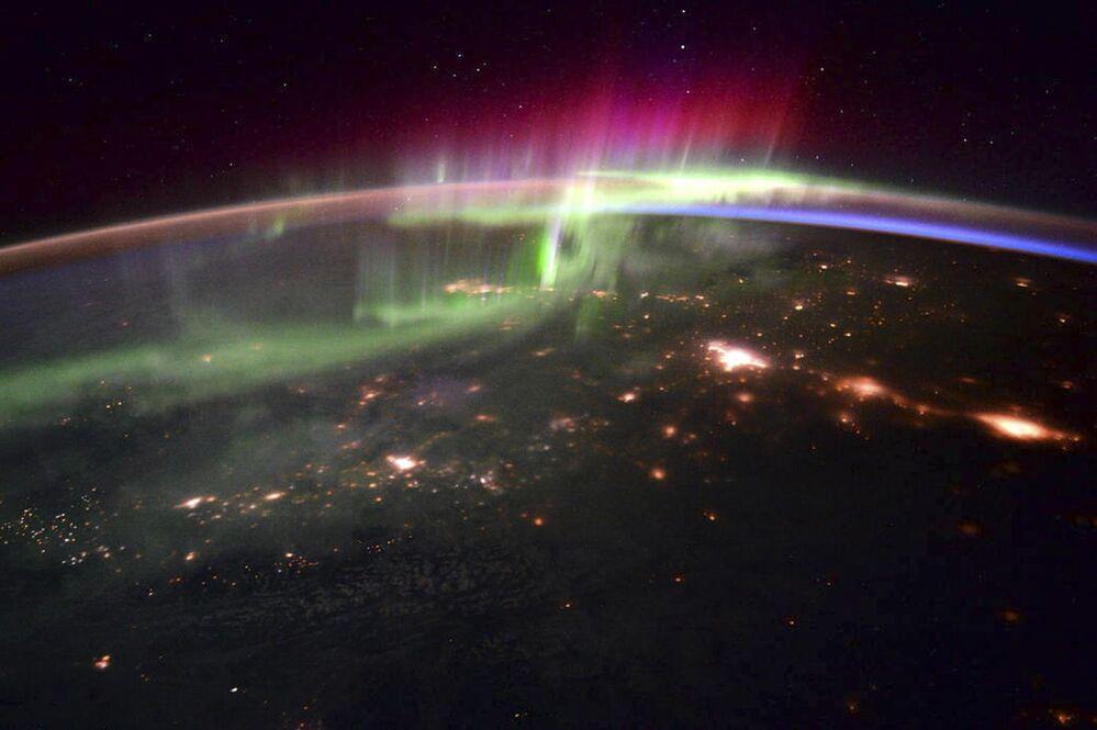 Zdjęcie zorzy polarnej wykonane z pokładu międzynarodowej stacji kosmicznej astronautą Scottem Joseph'em Kelly'em