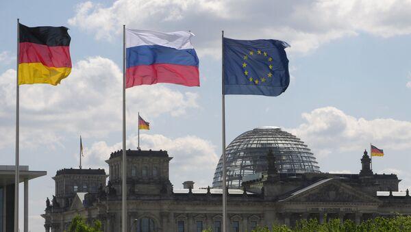 Flagi Niemiec, Rosji i UE - Sputnik Polska