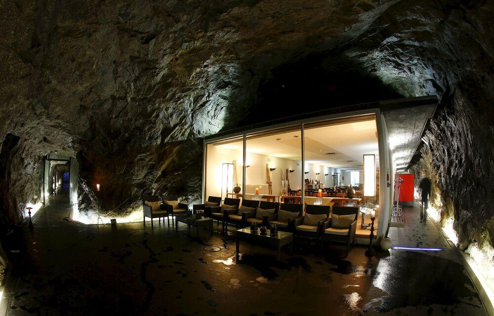 Restauracja hotelu La Claustra w pobliżu miasta Airolo