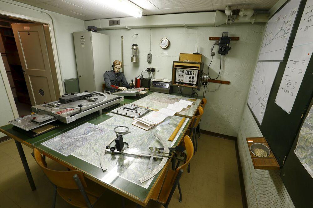 Centrala w jednym z bunkrów w Faulensee