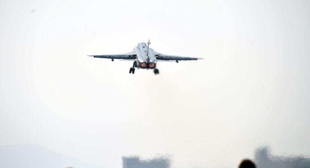 Samolot Sił Lotniczo-Kosmicznych Rosji w bazie lotniczej Hmeimim w Syrii